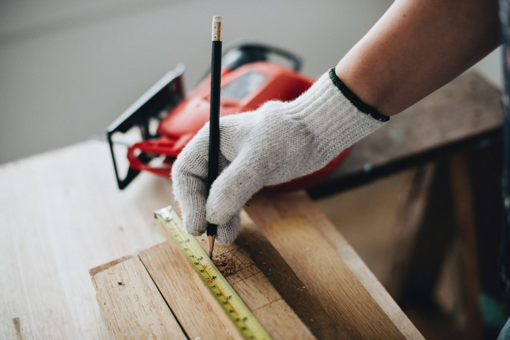 Can You Use a Hand Saw to Cut Plywood