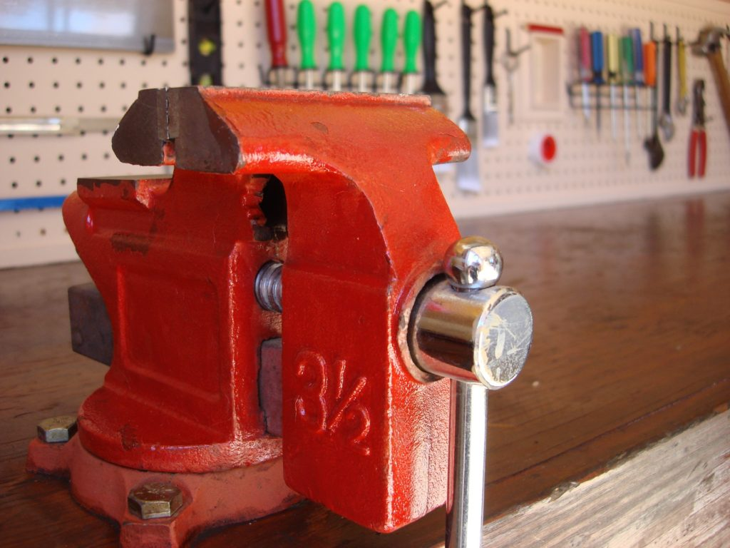 Terrific Wood Vise Vs Metal Vise Whats The Difference Pdpeps Interior Chair Design Pdpepsorg